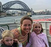 Anja Pfingstler-Lee mit Kindern in Sydney